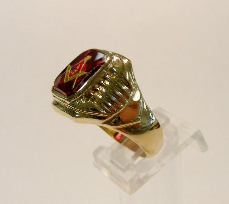 VINTAGE ~ 10K YELLOW GOLD RED STONE MASONIC FREEMASON MENS RING