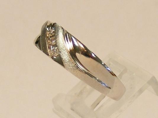 10K WHITE GOLD MENS THREE STONE DIAMOND WEDDING RING BAND *
